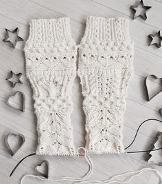 The finished socks make playful use of various lace patterns and other textures which are inspired by Christmas as well as by nature during the winter months in the Northern Hemisphere. Christmas Calendar, Lace Patterns, Winter Months, Leg Warmers, Christmas Stockings, Swatch, Knitting, Sewing, Knits