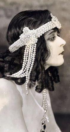 Theda Bara - 1918 - Pearl headdress