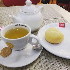 Depois de deixar as professoras da Arte Baby lindas um lanchinho leve pra contrapor com o café-da-manhã  #teahour #tea #chazinho #paodequeijo