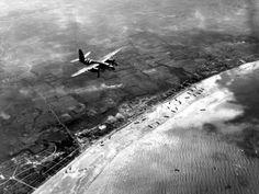 Tuesday, June 6, afternoon - Since morning, the Second British army fought to break out of Sword Beach, a beach eight kilometers long and between Ouistreham and Saint-Aubin-sur-Mer. It is the most easterly of the five landing beaches and it is from here that the troops should head towards Caen . A US bomber Martin B-26 Marauder flying over the area. © Regional Council of Basse-Normandie / National Archives USA