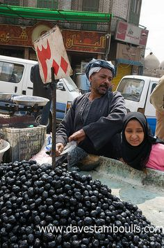 Olives for sale . Cairo