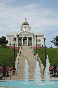 Sylva, NC53 - Nice, wish our courthouse would get their water fountain back in action.