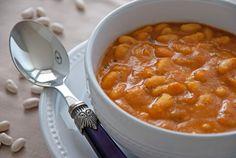 Cucina marocchina: loubia, zuppa di fagioli bianchi - La ricetta di oggi ci porta in Marocco con un piatto semplice e saporito, perfetto per l'inverno: la loubia, zuppa di fagioli bianchi! Ingredienti: 500g di