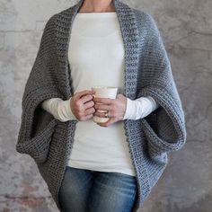 Shrug Knitting Pattern, Knit Shrug, Sweater Knitting Patterns, Free Knitting, Knit Cardigan, Knit Patterns, Diy Crochet Sweater, Pull Crochet, Jacket Pattern