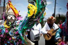 Feira das Yabás recebe grupo folclórico no samba