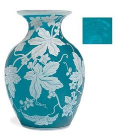 AN EXHIBITION THOMAS WEBB & SONS BLUE AND WHITE CAMEO GLASS VASE