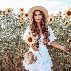 50 Trendy Outfits For You To Finish This Summer Sunflower Field Pictures, Pictures With Sunflowers, Sunflower Pics, Sunflower Field Photography, Trendy Outfits, Summer Outfits, Cool Girl Style, Sunflower Fields, Shooting Photo