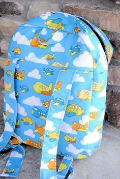 Tutorial for a lined toddler backpack with two pockets.
