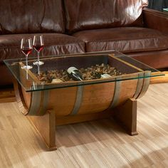 French oak barrel cocktail table (natural finish) - wine lovers - do it yourself decoration Wine Barrel Coffee Table, Diy Coffee Table, Wine Table, Oak Table, Wine Barrel Bar, Glass Top Coffee Table, Do It Yourself Decoration, Barris, Wine Barrel Furniture