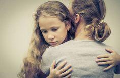 Κόρες που δεν έχουν αγαπηθεί από τις μητέρες τους: Τα 7 κοινά Τραύματα