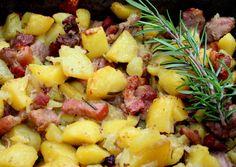 Tepsis hús Hungarian Recipes, Hawaiian Pizza, Fruit Salad, Food Hacks, Beef Recipes, Potato Salad, Macaroni And Cheese, Bacon, Food Porn
