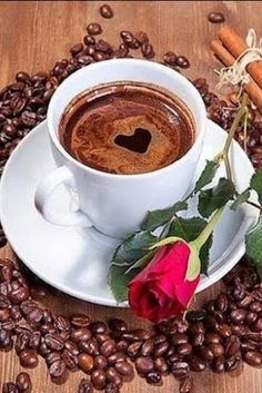 Red rose with coffee with a heart. Coffee beans on the table. Good Morning Coffee, Coffee Break, I Love Coffee, My Coffee, Happy Coffee, Coffee Heart, Coffee Cafe, Coffee Drinks, Gif Café