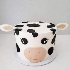 Cow Birthday Cake, Cow Birthday Parties, Animal Birthday Cakes, Pretty Birthday Cakes, Pretty Cakes, Birthday Cake Designs, 2nd Birthday, Cow Cakes, Cupcake Cakes