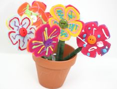 DIY Teacher Appreciation Gift: Photo Flower Pens | Family Your Way... one side has photos and the other is decorated by the kids