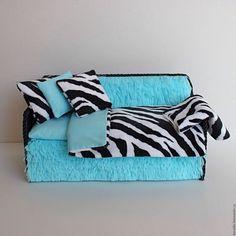 Купить Кукольный диванчик с постельным комплектом и нишей хранения вещей - мебель для кукол, кукольный дом