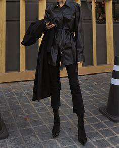 All-black black out Korean aesthetic black clothing outfit soft girl aesthetics ulzzang fashion L e l i a L' a r t Edgy Outfits, Mode Outfits, Classy Outfits, Winter Outfits, Fashion Outfits, 80s Fashion, Spring Outfits, Aesthetic Fashion, Aesthetic Clothes
