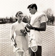 Models show off tennis gear for a 1954 issue of Vogue - 50 Vintage Fashion Photos That Show How Awesome People Used To Dress Best of Web Shrine Mode Tennis, Tennis Gear, Tennis Clothes, Tennis Outfits, Nike Clothes, Tennis Shop, Tennis Fashion, Sport Fashion, Fashion Photo