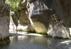 Les Gorges du Toulourenc - a walk in the river bed - 84340 Malaucene
