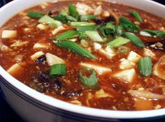 Quick Recipes & Kitchen Tips: Vegetarian Hot and Sour Soup Easy Asian Recipes, Quick Recipes, New Recipes, Soup Recipes, Vegetarian Recipes, Favorite Recipes, Korean Recipes, Vegetarian Soup, Vegan Soups