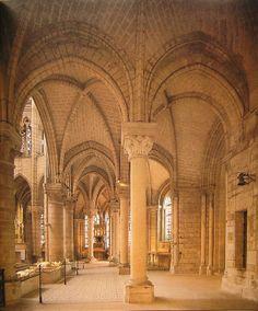 """Abadía de Saint Denis. París, siglo XII-XIII. Cabecera diseñada por el abad Suger, como un """"circuitus oratorium"""". Es decir, un presbiterio con deambulatorio y capillas radiales."""