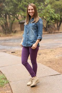 Purple Jeans Outfit, Purple Pants, Colored Jeggings, Green Skinnies, Colored Pants, Lila Jeans, Burgundy Jeans, Jeggings Outfit, Casual Outfits