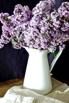 Wiosenny bez Vase, Home Decor, Decoration Home, Flower Vases, Interior Design, Home Interior Design, Flowers Vase, Home Improvement, Jar