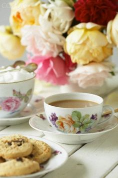Cup of tea, sugar cubes, cookies and roses © Bell, Sussie