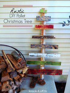 DIY Rustic Pallet Christmas Tree. #DIY #Rustic #Pallet #Christmas
