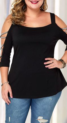 Black top is a must: why not look both extravagant and elegant all at once? See our plus size blouse guide to pick out something for yourself. Source by fabivida para gorditas Casual Chic Style, Casual Chic Outfits, Fashion Outfits, Womens Fashion, Plus Size Blouses, Plus Size Tops, Plus Size Women, Plus Size Casual, Plus Size Outfits