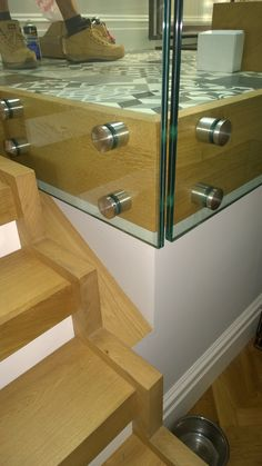 Round patch fixings in stainless steel accomodating 17.5mm toughened and laminated safety glazing