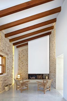 Can Manuel d'en Corda is a contemporary remodel and extension of a traditional stone wall house by Marià Castelló Martínez, on Formentera Island, Spain. Rustic Contemporary, Contemporary Architecture, Interior Architecture, Vernacular Architecture, Modern Rustic, Home Interior, Interior And Exterior, Interior Design, Stone Houses