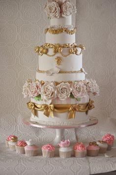 Vintage Marie antoinette Cake