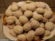 Cimpr campr s lískovými ořechy....Vše zpracujeme v těsto. Z těsta děláme kuličky, které na plechu rozmáčkneme vidličkou - uděláme tako... Slovak Recipes, Czech Recipes, Christmas Baking, Christmas Cookies, Le Chef, Mousse, Cooker, Biscuits, Sweet Tooth