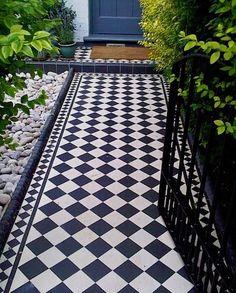 Garden path tiles courtyards 58 ideas garden 50 magnificent diy mosaic garden path decorations for your inspiration Porch Tile, Edwardian House, Outdoor Tiles, Patio Tiles, Victorian Front Garden, Small Front Gardens, House Front, Front Path, House Exterior