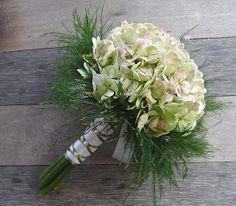 Vit hortensia brudbukett
