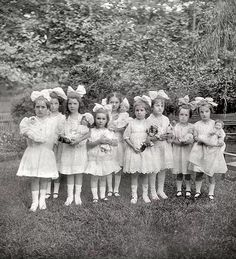 "Vintage photo of little girls with dolls attending ""Dorothy's party, Washington, D., July Vintage b&w photo Vintage Children Photos, Vintage Girls, Vintage Pictures, Old Pictures, Vintage Images, Old Photos, Vintage Outfits, Antique Photos, Vintage Photographs"