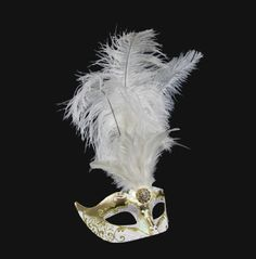 An special mask, richly finished with floral and baroque�s accents. A central feathers triumph make this accessory original for an evening out of rules!