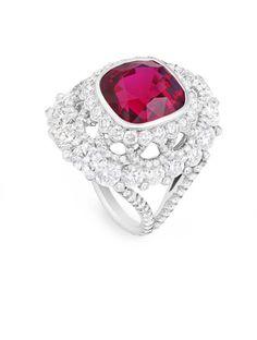 Spinel. rubí y diamantes