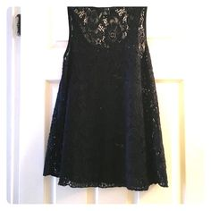 Black lace top Black lace top in good condition, barely worn, size small Forever 21 Tops Tank Tops