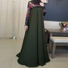 Image may contain: one or more people and people standing Batik Fashion, Abaya Fashion, Fashion Dresses, Mode Abaya, Mode Hijab, Islamic Fashion, Muslim Fashion, Cheap Short Prom Dresses, Hijab Style Dress