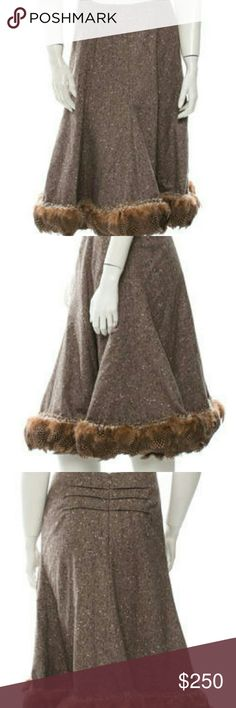 Oscar de la Renta Skirt Brown and beige Oscar de la Renta feather-trimmed wool herringbone skirt with concealed zip closure at center back. Oscar de la Renta Skirts A-Line or Full