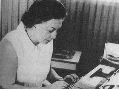 Rosario Castellanos fue poeta, novelista y promotora cultural, gran inspiración para las mujeres de México. Saludos, Marcela Guerra, Senadora por Nuevo León