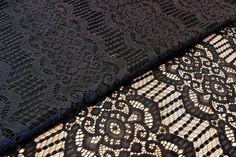 Δαντέλα Ύφασμα Κλασσική FLC140708-9  Δαντέλα ύφασμα κλασσική, πλάτους 1,5m σε χρώμα μαύρο. Εξαιρετική ποιότητα και κομψό, διακριτικό σχέδιο για όμορφα δεσίματα. Δώστε ένα ρομαντικό, vintage ύφος στις δημιουργίες σας. Ιδανική για να δέσετε μπομπονιέρες, προσκλητήρια, μαρτυρικά, λαμπάδες γάμου και βάπτισης, κουτιά βάπτισης και λαδοσέτ. Χρησιμοποιήστε την ακόμα για διάφορες χειροτεχνίες και κατασκευές.Διαστάσεις: 1,5m x 1m