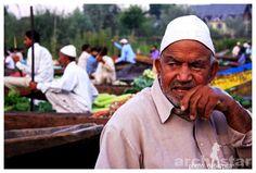 Dal Lake,Srinagar,Jammu and Kashmir,Floating market,Floating vegetable market,Floating vegetable market in Dal Lake,Dal Lake vegetable market,