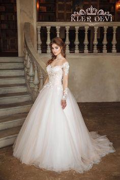 Wedding dress Josefina by Kler Devi. Пышное свадебное платье с рукавами