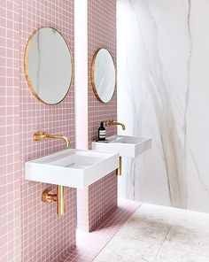 Black&White (and pink!) Bathroom - Inside Closet