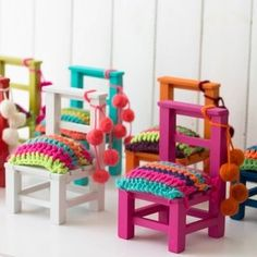 Sillitas adorno Recycled Furniture, Cool Furniture, Painted Furniture, Wooden Toy Chest, Hand Painted Chairs, Mexican Home Decor, Cotton Cord, Crochet Home, Paint Designs