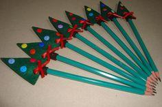 Lápis com ponteira de árvore de Natal em feltro - portfolioideias.wordpress.com