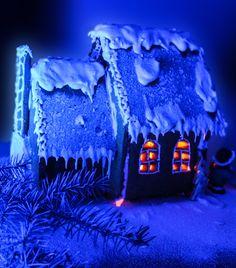 Пряничный домик - это классика новогоднего настроения! С помощью нашей статьи вы не только узнаете историю пряничного домика, но и с легкостью приготовите его. Пошаговый рецепт и шаблон пряничного домика - это все, что вам нужно, чтобы порадовать своих близких!