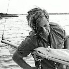 Er gehörte einfach aufs Wasser. | 19 Fotos, für die Du Helmut Schmidt für immer cool finden wirst